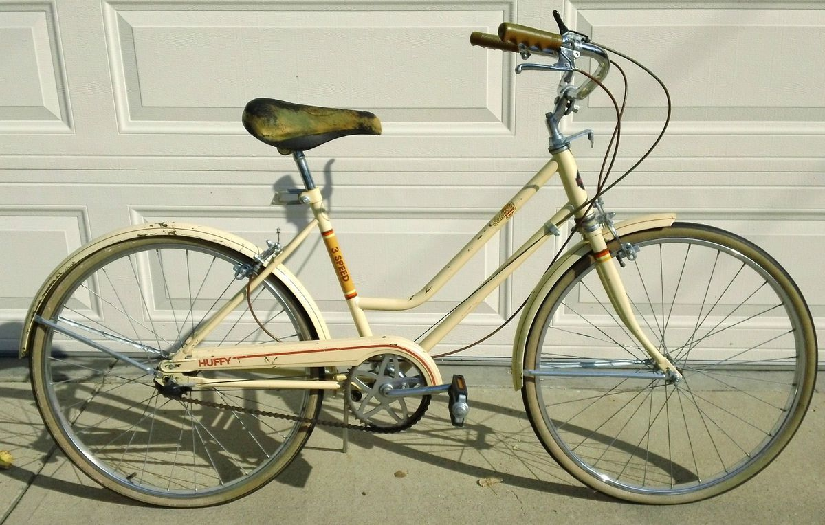 Vintage 1968 Ladies 24 Huffy Saratoga 3 Speed Cruiser Bicycle Bike