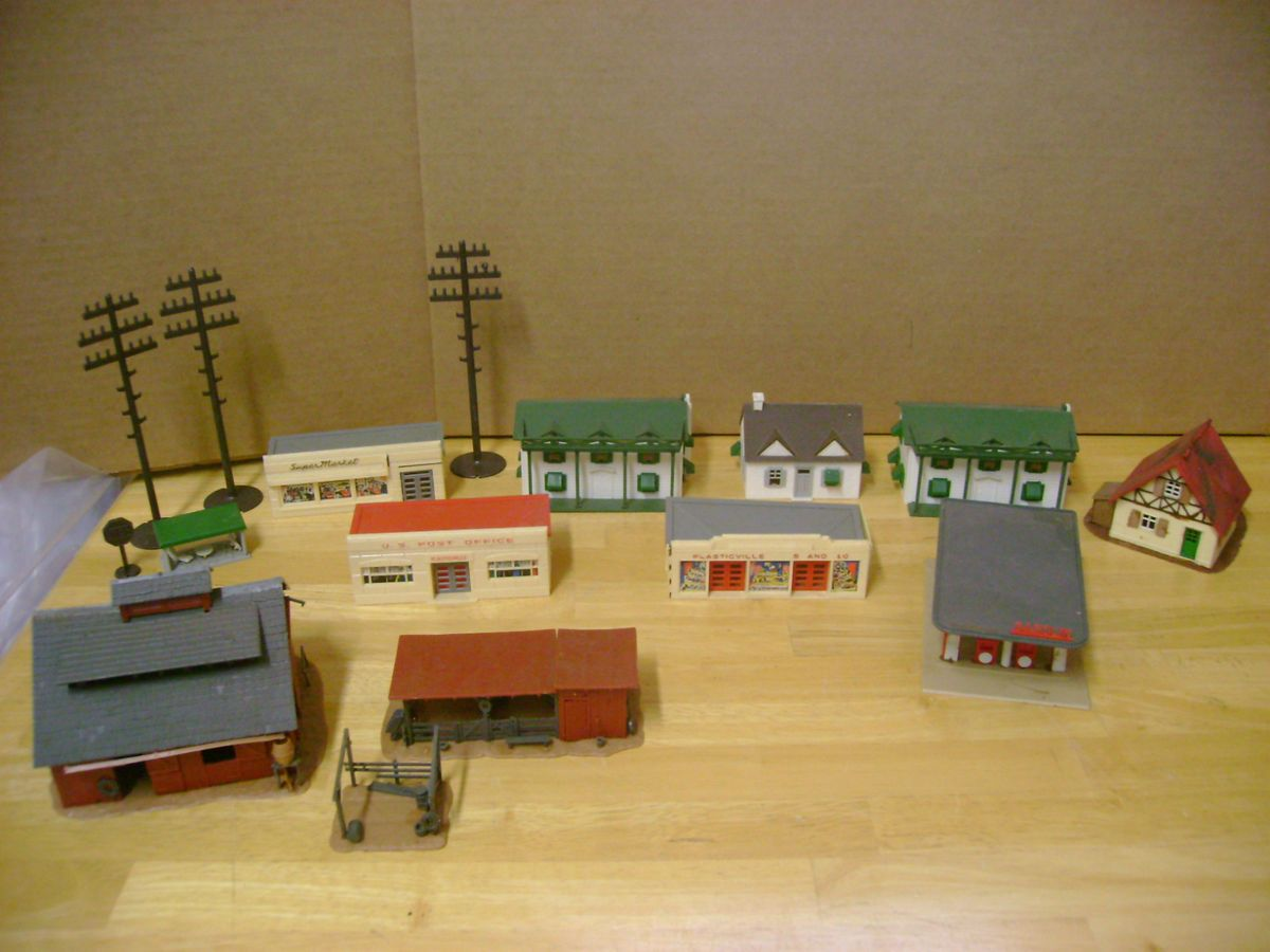 Large Lot Of Vintage HO Scale Model Train Buildings Plasticville