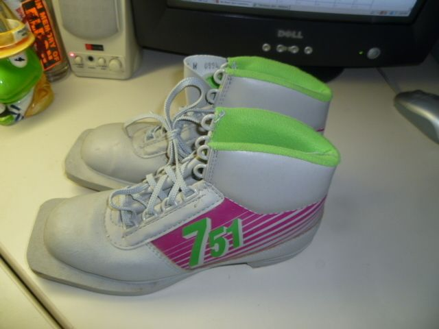 Cross Country Ski Boots 3 Pin Size Ladies 5