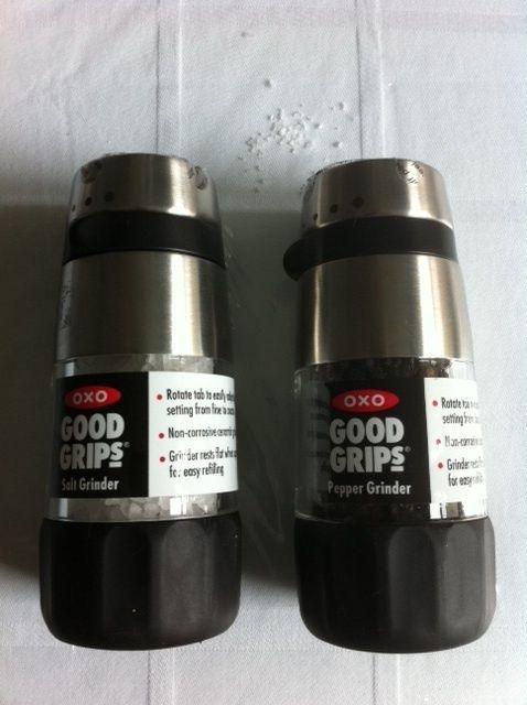 New OXO Good Grips Salt and Pepper Grinder Set
