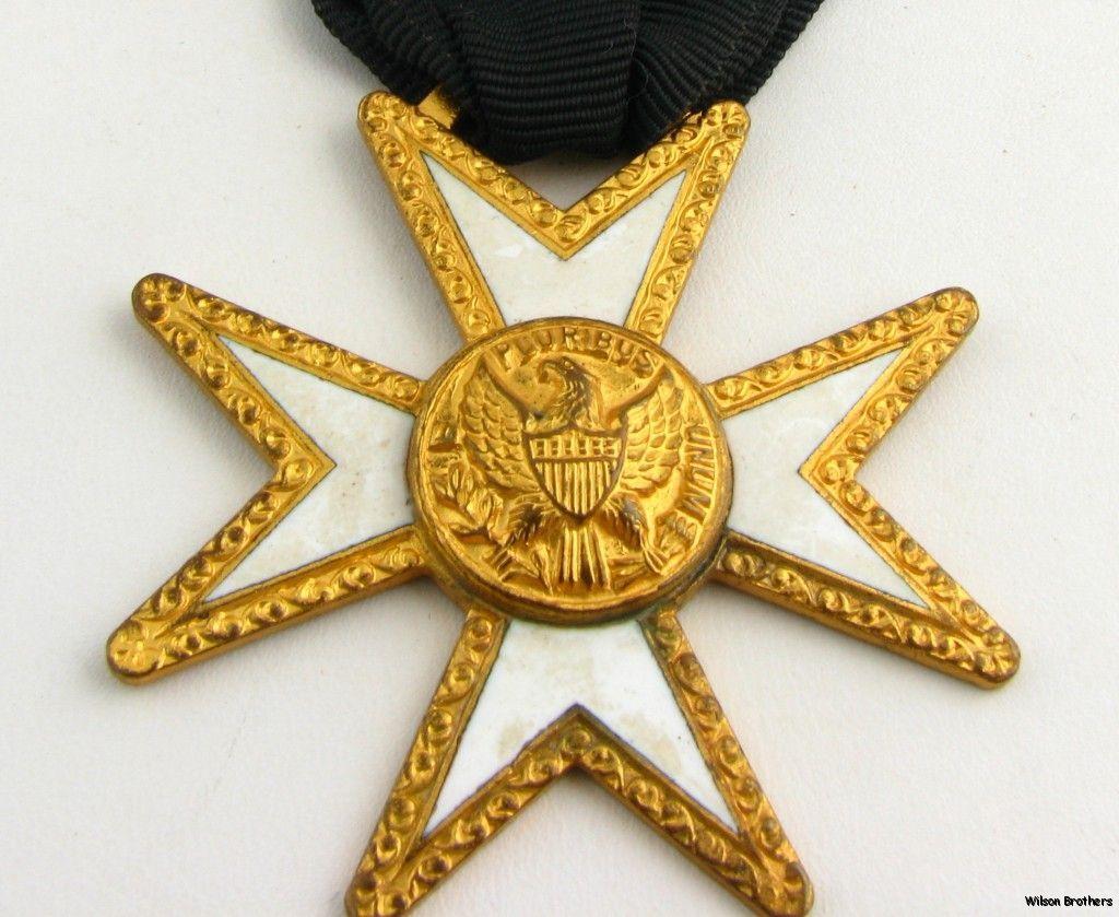 Knights of Malta   Masonic Cross Crest Vintage Oriental Member Medal