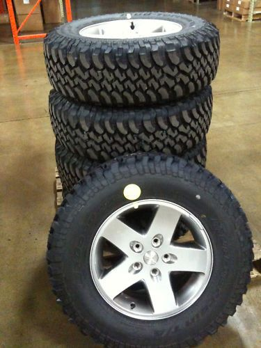 OE Jeep Wrangler JK Rubicon Wheels and Tires BRAND NEW Less than 200